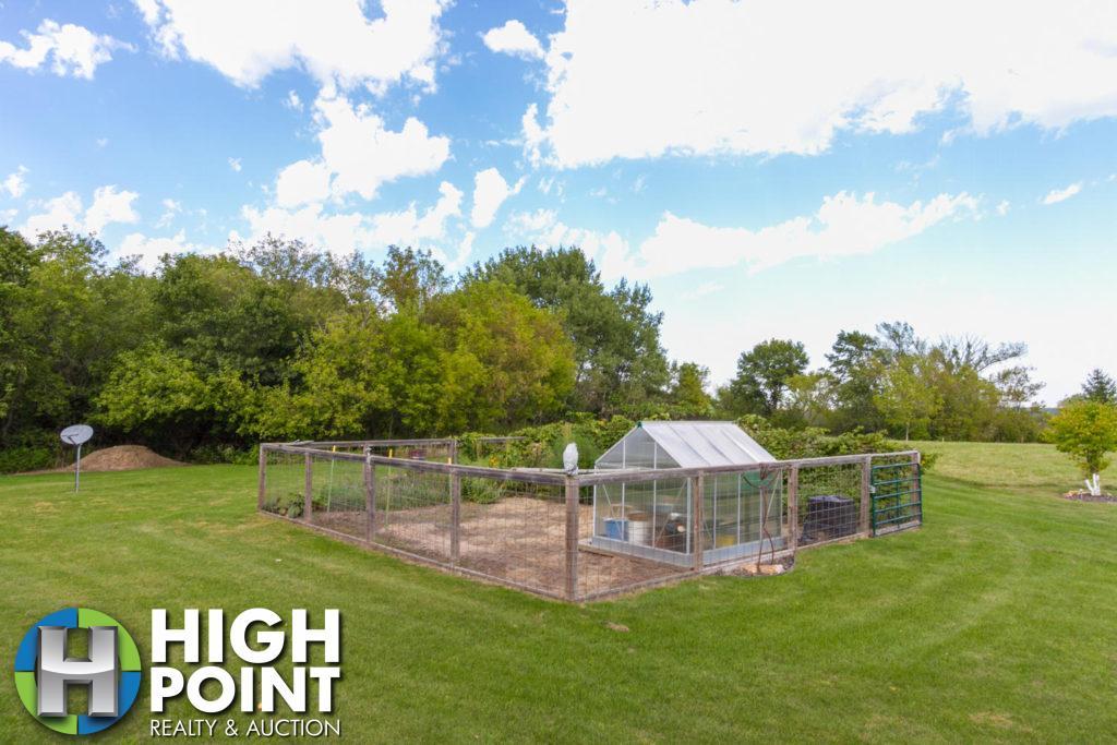 Garden-With-Quaint-Greenhouse-1500x1000-72dpi-1024x683