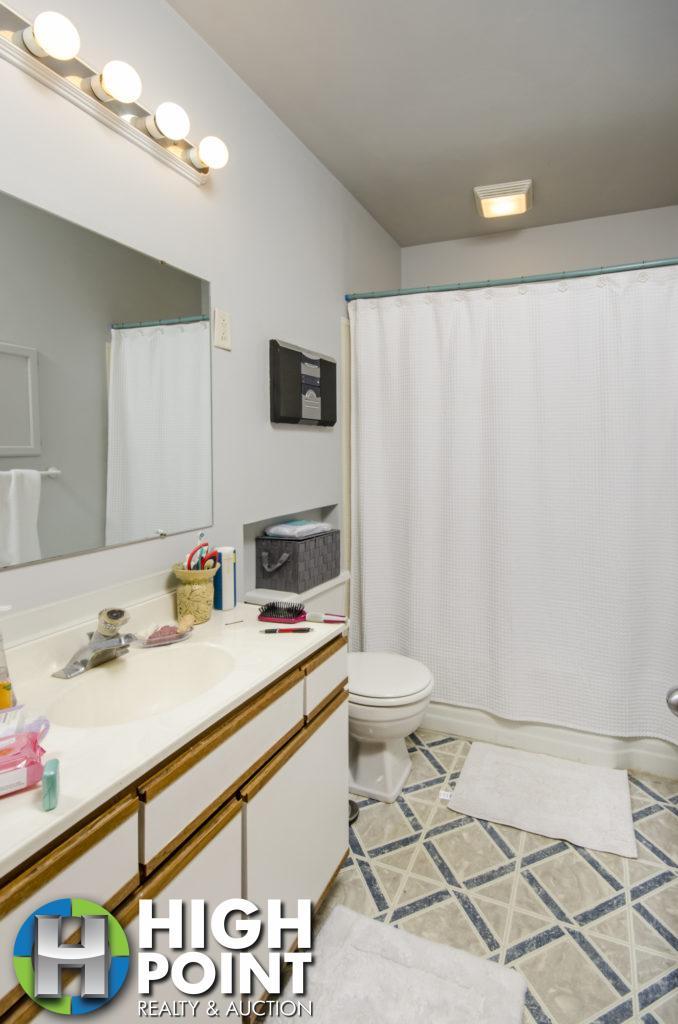 421-Bathroom-1-678x1024